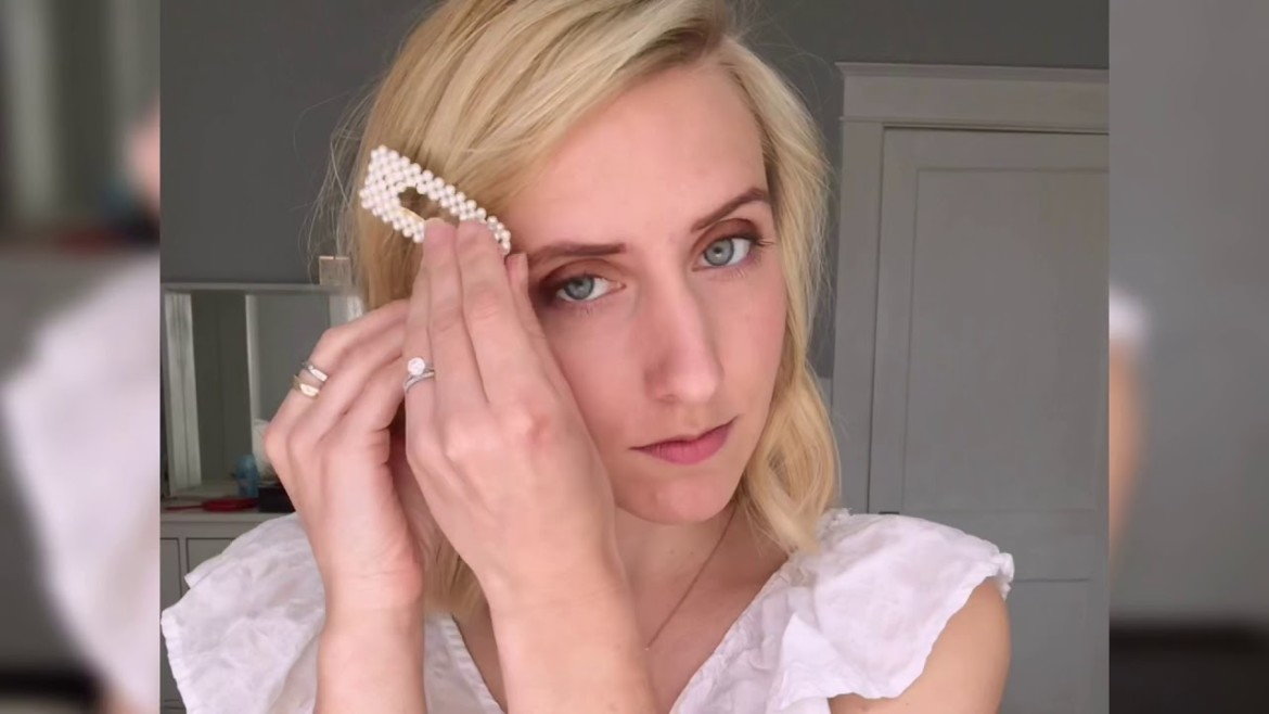5 Ways To Wear Pearl Hair Clips