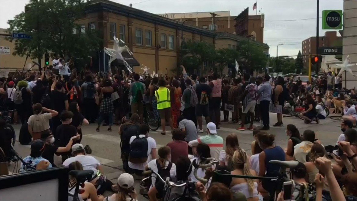 Minneapolis Mayor booed from protest